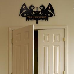 Türdeko Riesiges Zeichen des Eingangs mit Initialen