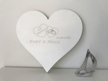 Hochzeitsgeschenk Just Married Herz mit 2 Namen und Eheringen