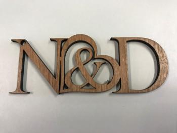 Schlüsselanhänger aus Holz - Mit zwei Initialien