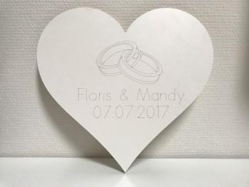 Hochzeitsgeschenk Herz in Weiß mit 2 Namen und Datum
