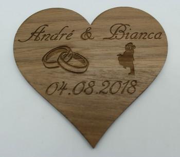 Wir heiraten - Termin Erinnerung / Safe the Date Herz mit Ringen und Ehepaar