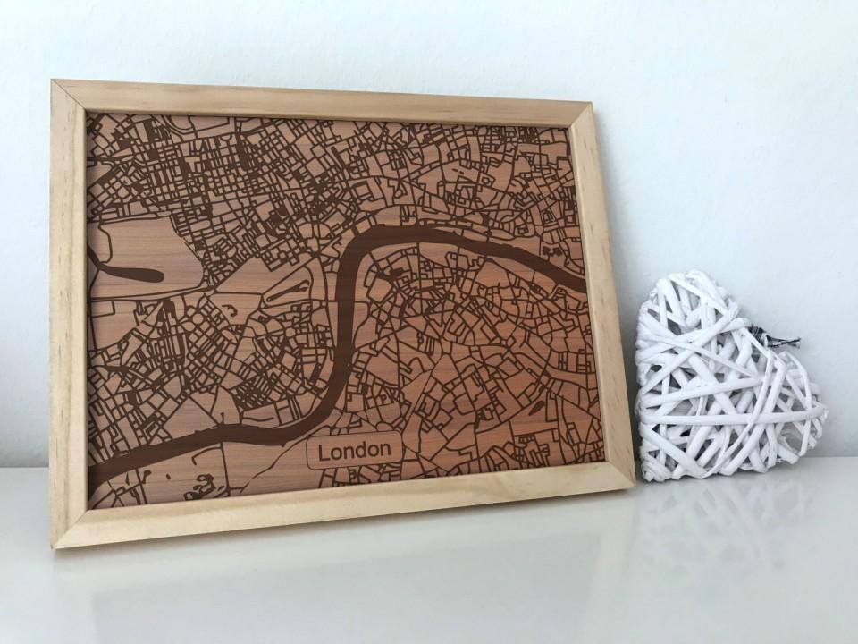 Gravierte Karte im Rahmen - London